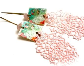 Boucles d'oreilles romantiques bois dentelle quartz