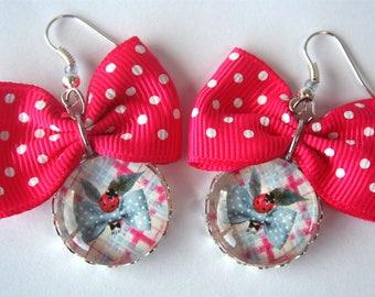 Boucles d'oreilles Noeud et coccinelle cabochons verre noeud papillon design graphique JUL