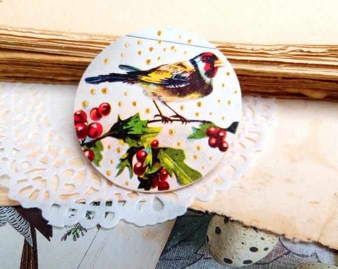 Wood brooch bird plumetis