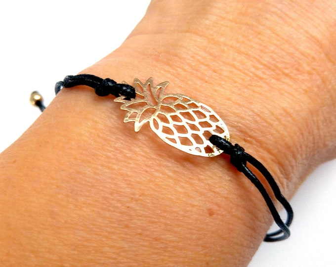 Bracelet wears adjustable pineapple woman happy teen girl