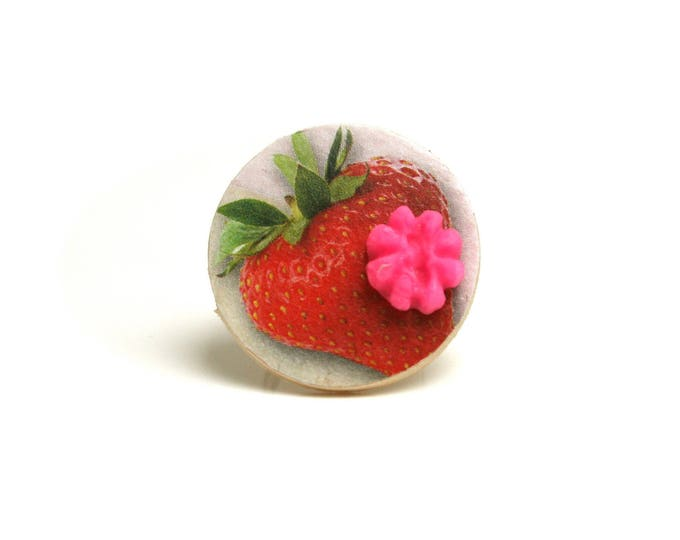 Bague réglable fraise délice bois, cabochon porcelaine froide rose électrique