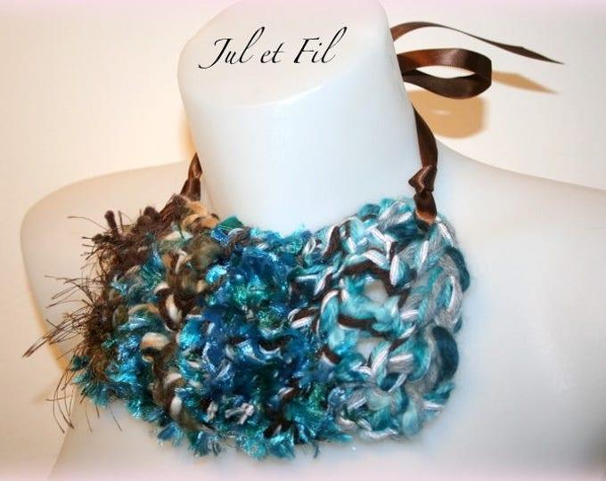 Collier de création plastron Mer du Sud crochet free-form