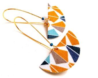 Half-moon geometric loops brass and quadrangle fabric