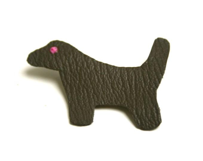 Broche cuir minimaliste chien cuir de chèvre sans chrome taupe