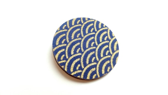 Brooch wood and fabric Japanese seigaiha motif