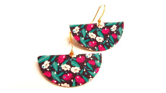 Textile graphic flowers and brass earrings
