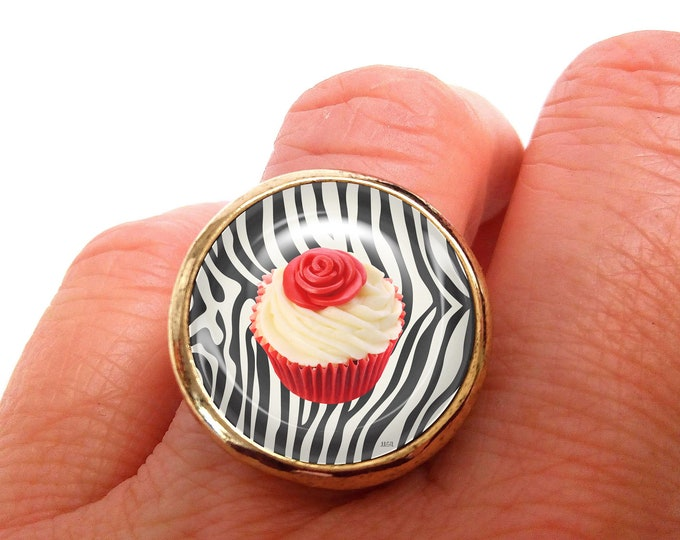 JUL and FIL zebra cake cupcake ring