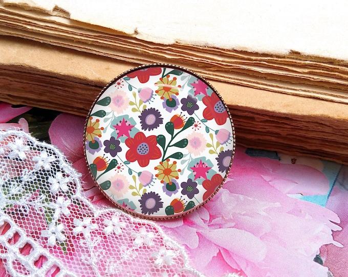Women's liberty cabochon brooch