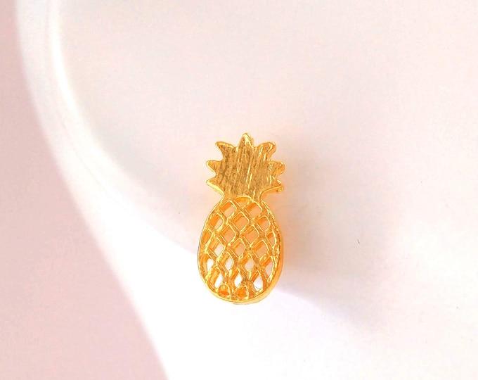 Minimalist brass pineapple chips