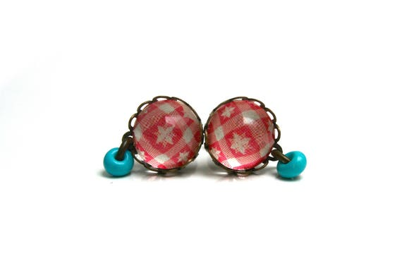 Chips geometric stars on red and white gingham, coral glass cabochon, turquoise beads, brass