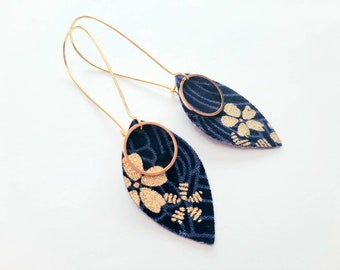 Earrings petals of Japanese fabric, navy and gold flowers, gift woman, jewelry woman, birthday, wedding, bridle