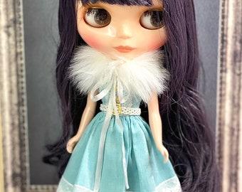 Sleeveless light blue dress with fur collar for Blythe