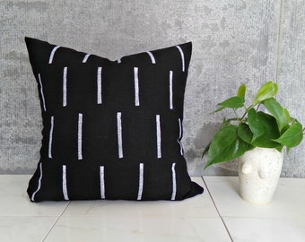 Black Pillow Cover with White Line Design/Block Printed Geometric Natural Linen Minimalist Design Decorative Throw Cushion Mudcloth Inspired