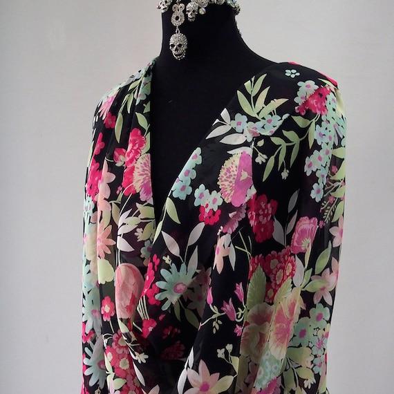 b96c73800f301 silk chiffon print fabric large floral print black background red green  kaftan kimono evening 140cm wide Italy