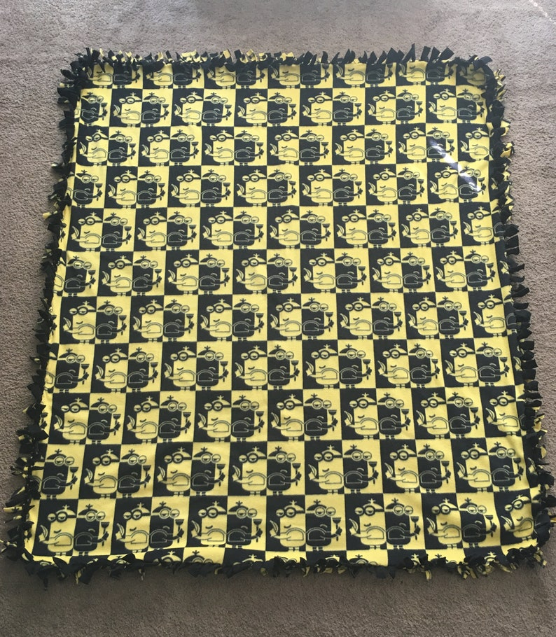 Minions Despicable Me Fleece Throw Blanket 2 yards twin bed No Sew Hand Tied