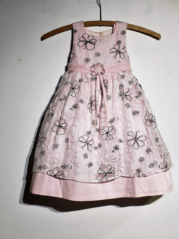 fb9a54df90d4d Free Shipping - Little girl pink 100% cotton, sleevless daisy vintage dress  of quality, sheer top skirt, adorned with pink daisy flowers