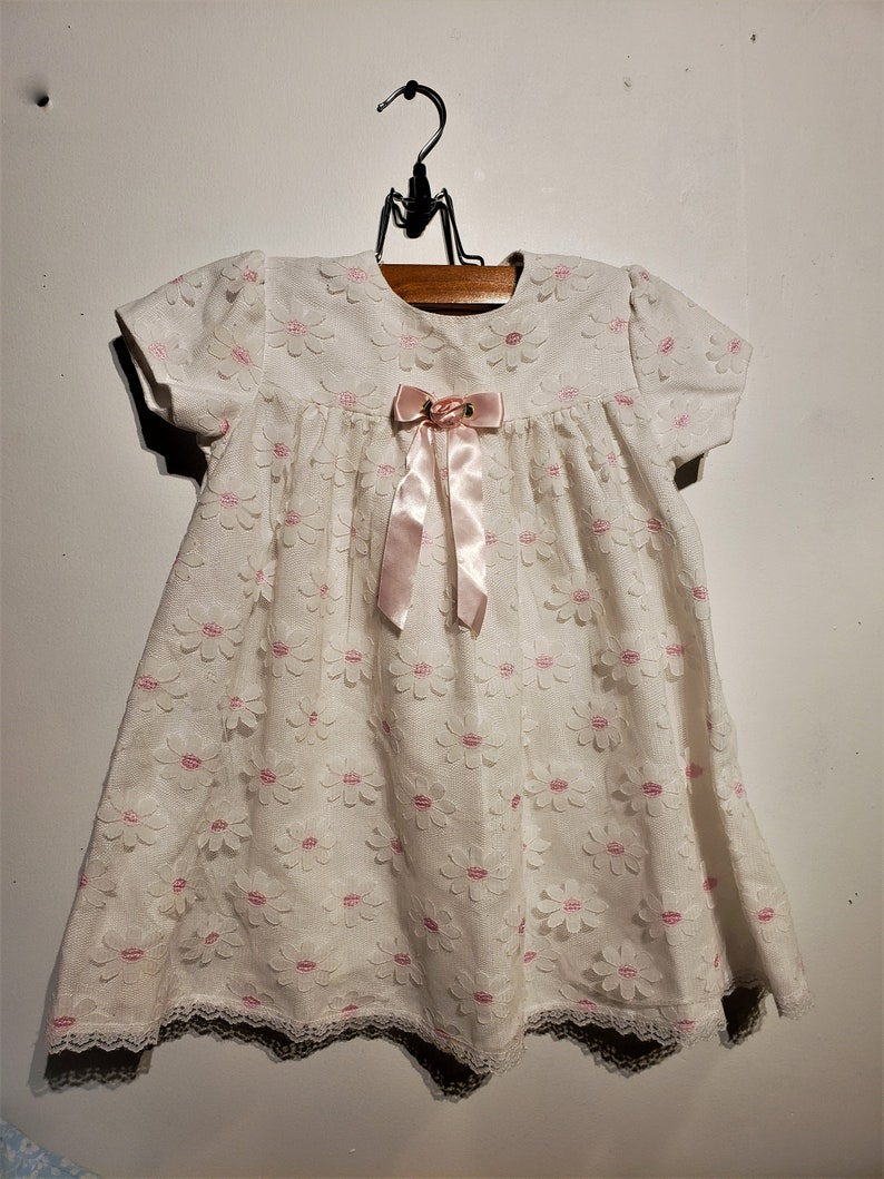 b890961135ae0 Free Shipping - Little girl, Vintage smock style, pink and lace daisy  dress, with a little white ruffle lace collar.