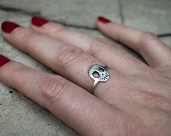 Adjustable SKULL ring medium size in Sterling Silver or Golden Brass