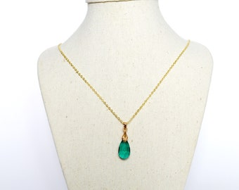 Short minimalist necklace gold plated and glass, gold and green