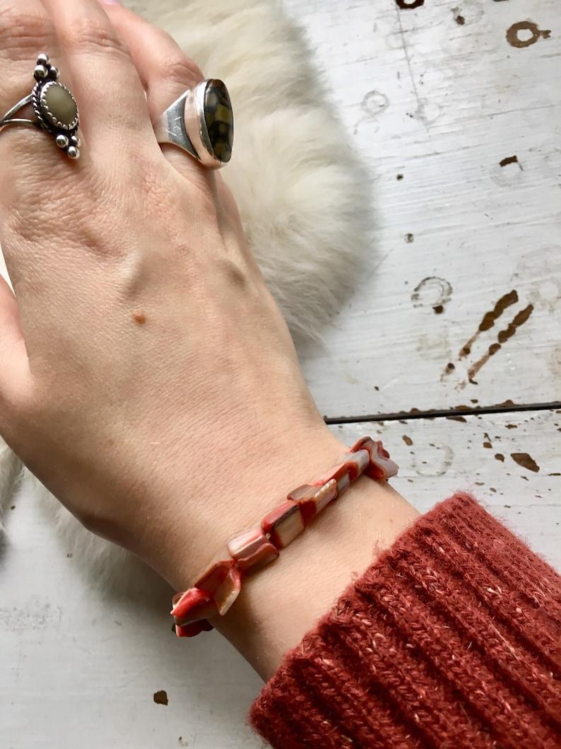 Vintage abalone bracelet sea shell jewlery 1990s stretchy red rainbow bracelet retro boho festival jewlery summer gift stacking bracelet