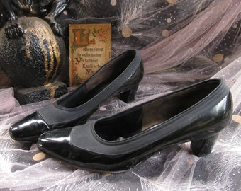 3b2f75a326 50s 60s Florsheim Shoes Black Patent Leather & Cloth Heels Pumps PVC Shiny  Granny Chic Witch Witchy Goth Pin Up Rockabilly Punk Vlv Size 7.5