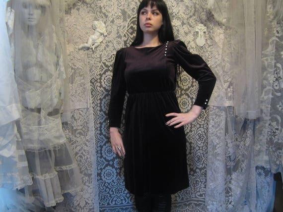 e43ebb897c2 70s 80s Black Velvet Dress White Buttons ILGWU Puff Poet