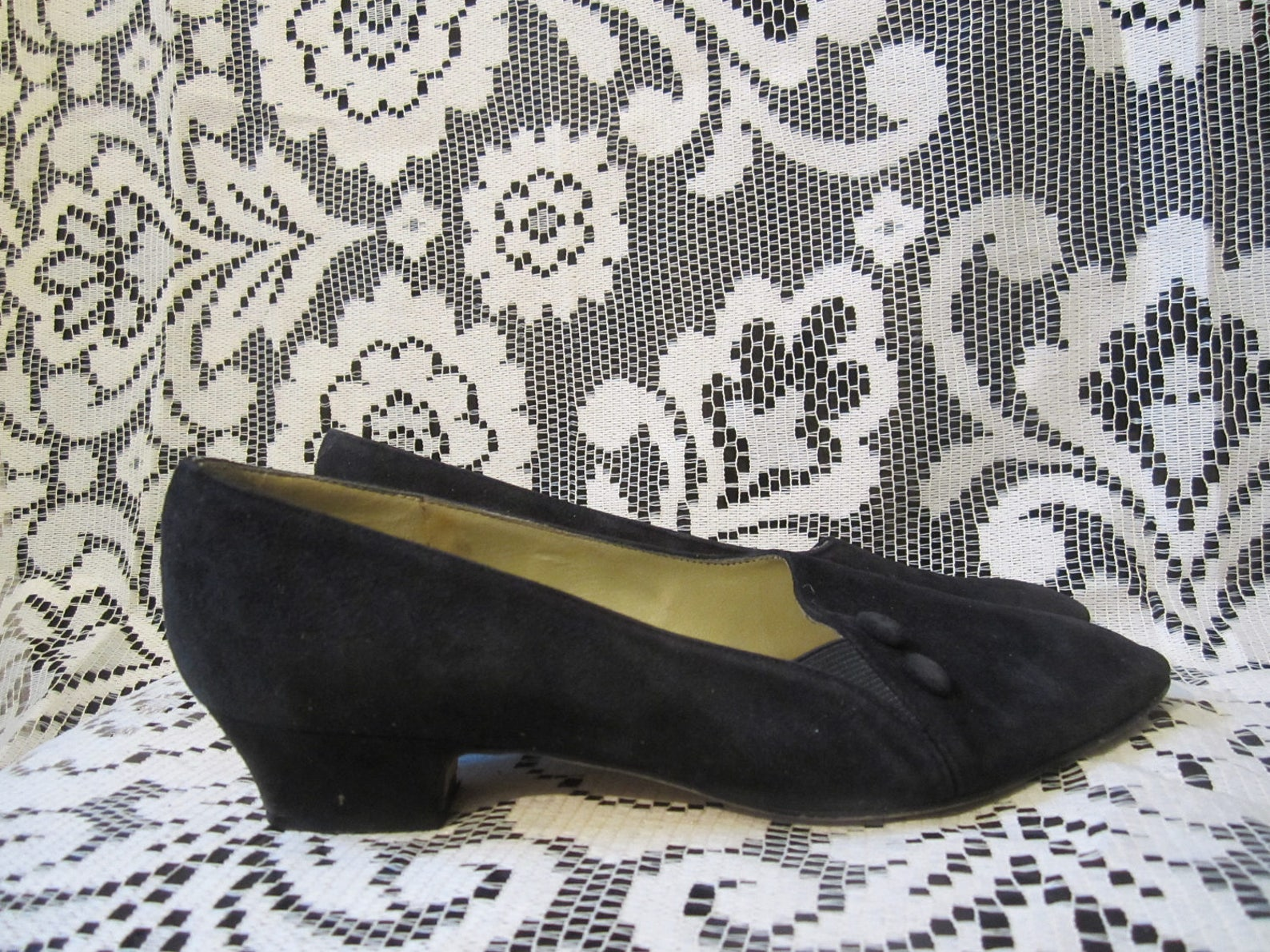 pointy black ballet flats kitten low heel suede side button 80s goth punk strega witchy pointed shoe 90s heel victorian boho bal