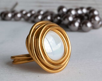Pearl Solitaire Ring, Unique Big Ring, Wrap Stone Ring, Statement Ring, Gold Ring, Women Ring, Round Ring, Wrap Gold Ring, Charm Glass Ring.