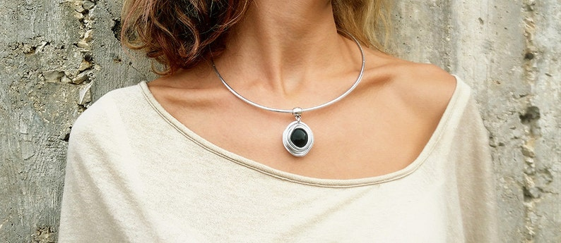 Mother/'s Day Gift Bridesmaid Necklace Open Necklace With Pendant Silver Adjustable Necklace Aluminum Wire Necklace. Black Glass Stone