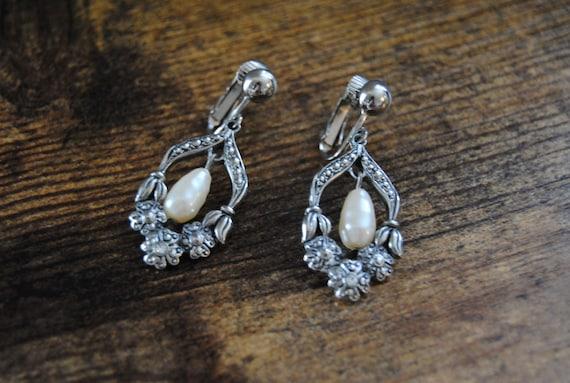 Beautiful Avon Dangle Pearl Silver Tone Earrings