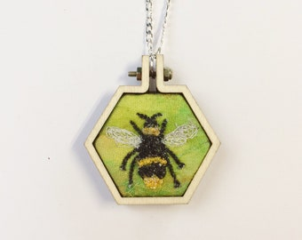 Honey Bee necklace ~ Bee lover boho nature lover gift - botanical jewellery gifts for women ~ sister  ~ jewelry gift for mom