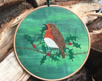 Christmas Robin wall decoration.  Embroidery Hoop wreath