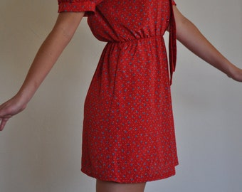 Women's Vintage Silky Red Floral Print Dress! 1970's/1980s