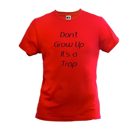 Ne Grow Up c'est un piège Tshirt Slogan Hipster Slogan Tshirt drôle Blogger rouge noir blanc 20594a