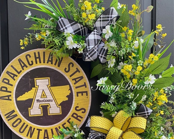 College Wreath- Appalachian State University- North Carolina University- App State decor