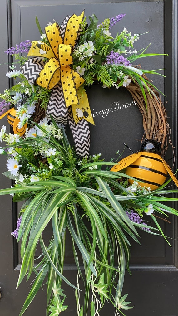 Bumble Bee Wreath, Summer Grapevine Wreath, Summer Wreath for Front door, Farmhouse Wreath, Sassy Doors Wreath,