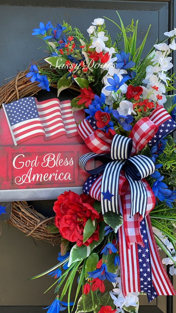 Red Truck Tailgating Wreath, Farmhouse Patriotic Wreaths, USA Wreath, Fourth Of July Wreath, Sassy Door Wreath,