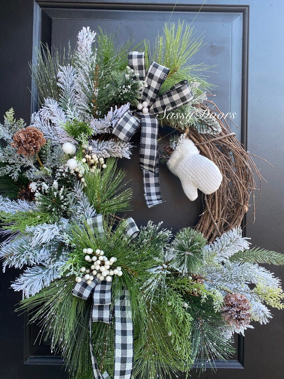 Winter Wreath, Snow Wreath, Winter Mittens Snow Wreaths,