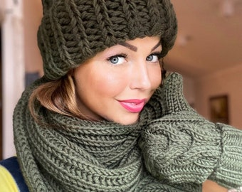BICOLOR Hat Scarf set Thick Icelandic wool Choose your colour Vegan Pom Pom Braids Ear flaps Double wrap infinity scarf Made to order