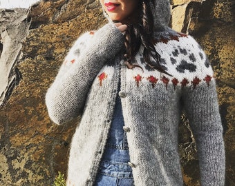 Wilderness cardigan, Icelandic lightweight wool cardigan, Paw prints, Eco wool, Hand knitted, Ready to ship M/L size, long fit