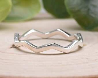 Wavy Trendy Ring