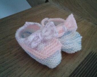 80b1d9d6c8c5 Magnifique chaussons bébé taille 0 3 mois nuance de rose