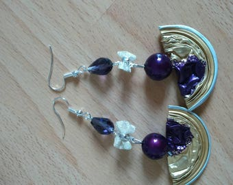 Beautiful dangling earrings, a desire to purple