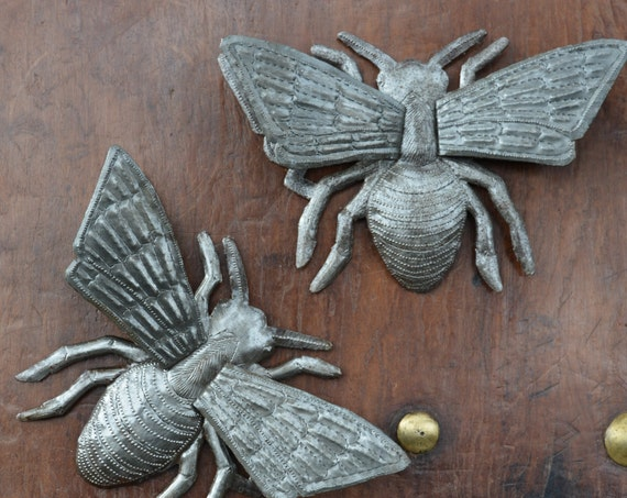 "Metal Bee, Rustic farmhouse decor, Eco-friendly gift, Festive, Novelty, (Set of 2 Bee's) 3-Dimensional Wings, 8"" x 6"""