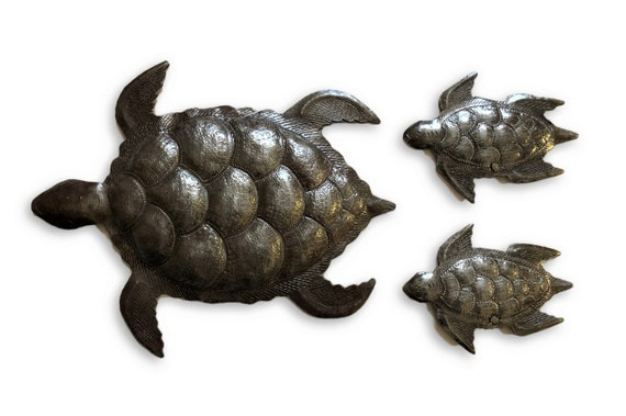 "Sea Turtle Metal Wall Art, Set of 3, Swimming Left, Ocean, Beach, Recycled Steel Haiti (large turtle 12"" x 10"" / mini turtles 5.5"" x 4"")"