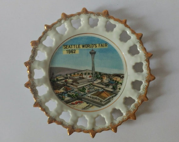 Vintage 1962 Seattle World's Fair Commemorative Wall Plate // Collectible // Souvenir Plate // Great Gift