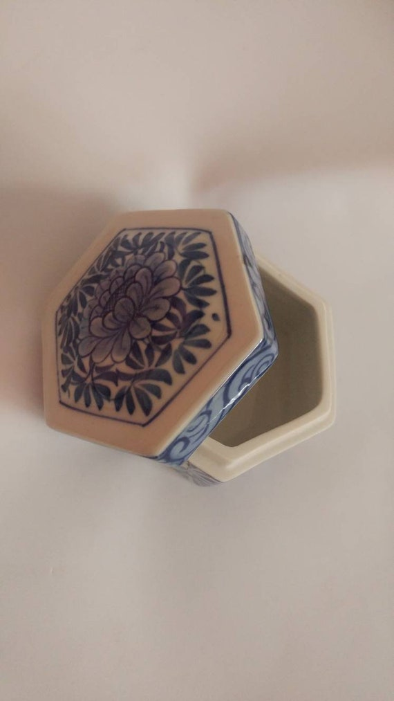 Vintage Lotus Trinket Dish from Thailand // White and Blue Ceramic Box // Great Gift // FREE SHIPPING //
