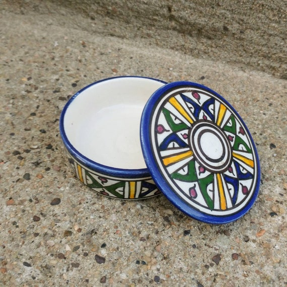 Round Trinket Dish // Signed by Artist // Ceramic Trinket Dish // Great Condition //