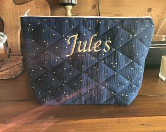 Customizable double gauze quilted toiletry kit.