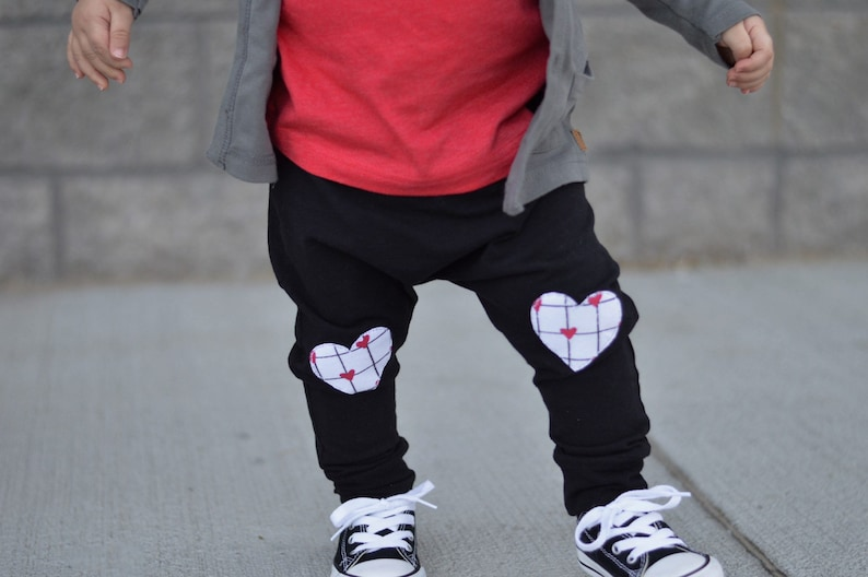 joggers monochrome toddler baby Valentine/'s harems leggings hearts knee patch pants grid boys Heart Patch Joggers